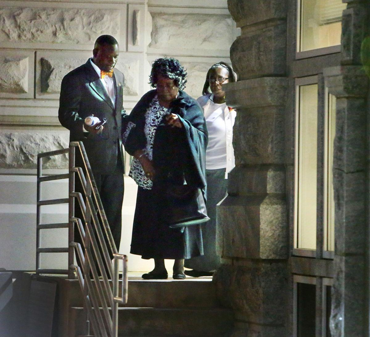 Walter Scott's mother leaves courthouse