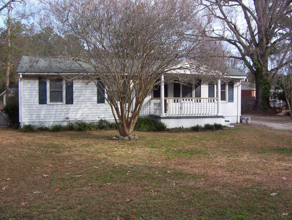 2217 Doris Drive — Snug rental home off S.C. Highway 61 promotes refinished layout, proximity to water