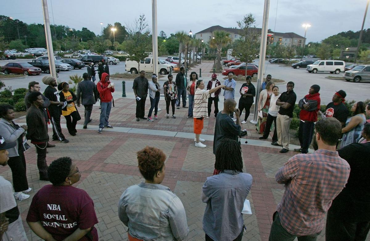 Local, Ferguson protesters prepare for peaceful demonstrations: 'We're doing this for Walter Scott'