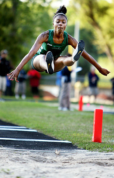 Wando sets three meet records on opening day