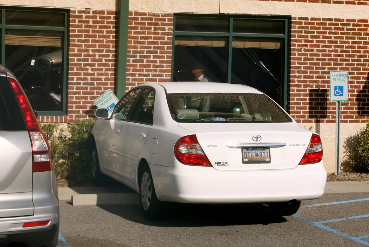Woman crashes car into Storm Eye Institute in Goose Creek