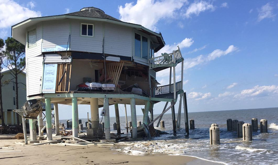 These SC houses are falling into the ocean as beaches erode. Who should remove them?