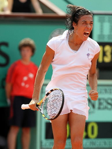 Schiavone beats Stosur to win French Open