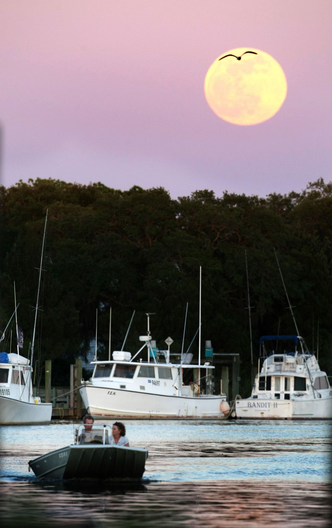 'Supermoon,' higher tides expected for weekend
