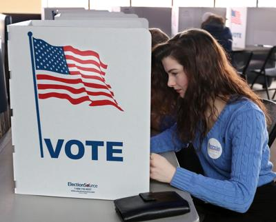 BC-US--2016-Election Rdp, 9th Ld-Writethru,781<\n>Cruz, Sanders emerge victorious in Wisconsin primaries<\n>AP Photo WIPS120, WINH127, WICA103, NYMG128, WICA130, NYJJ110