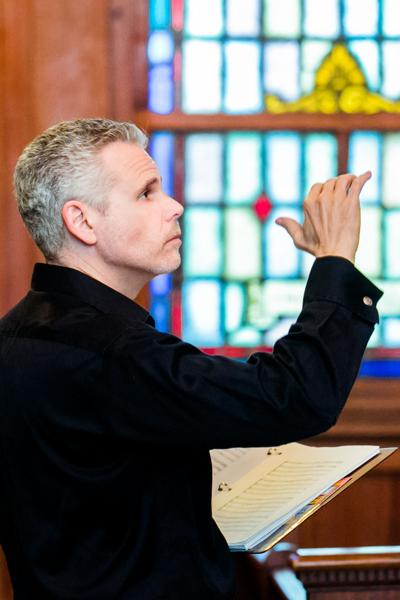 Rob Taylor conducting.jpeg