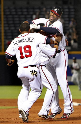 Heyward helps Braves win yet another thriller