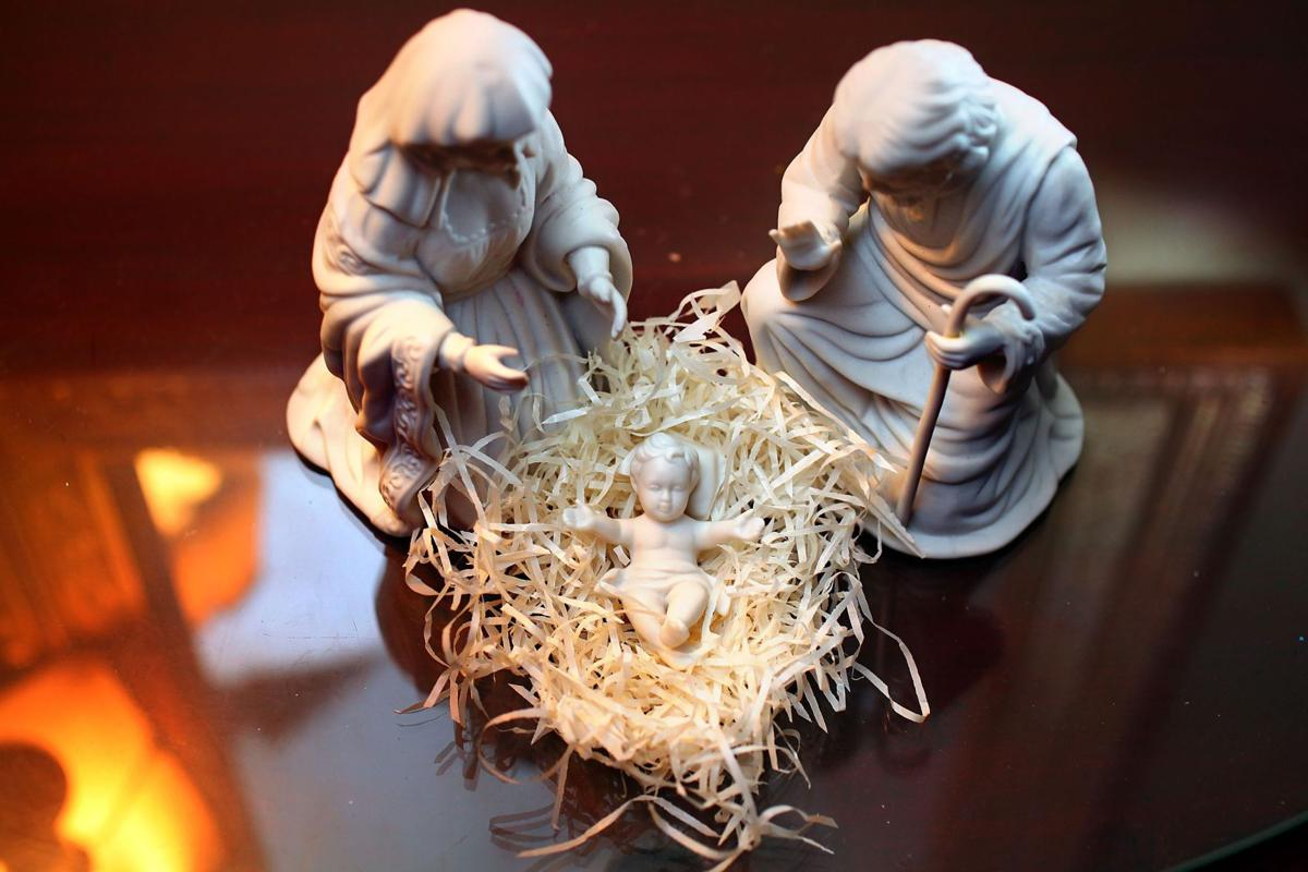 creche revival some see growing interest in christmas nativity scenes - Christmas Nativity Scenes