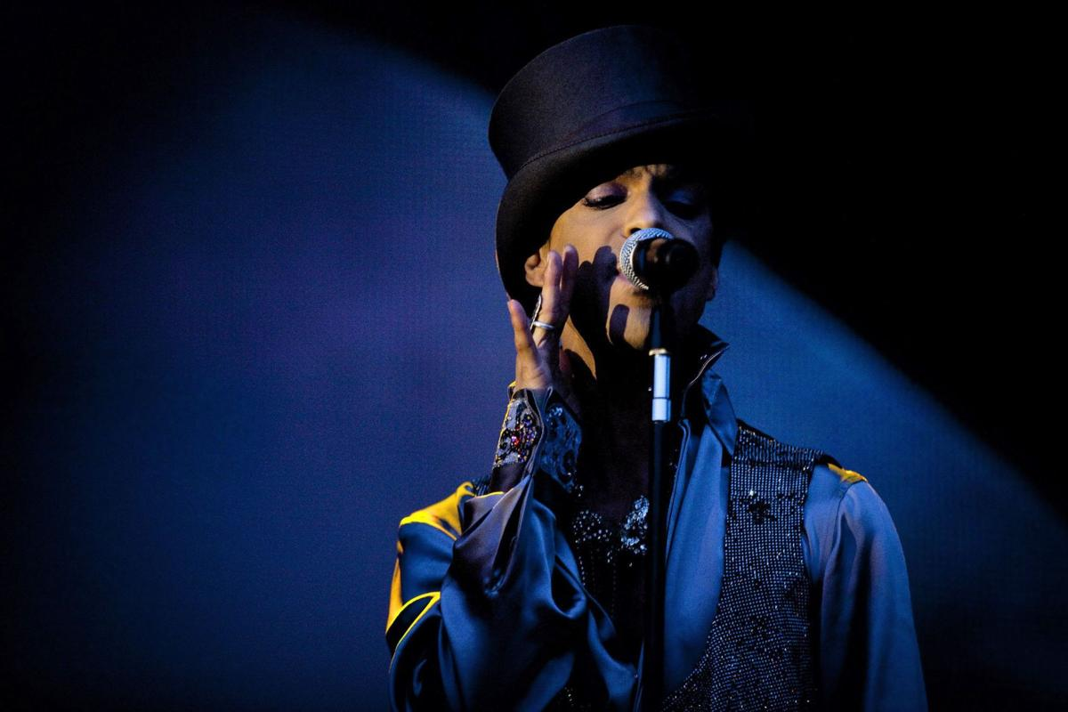 Pop superstar Prince found dead in his Minneapolis home