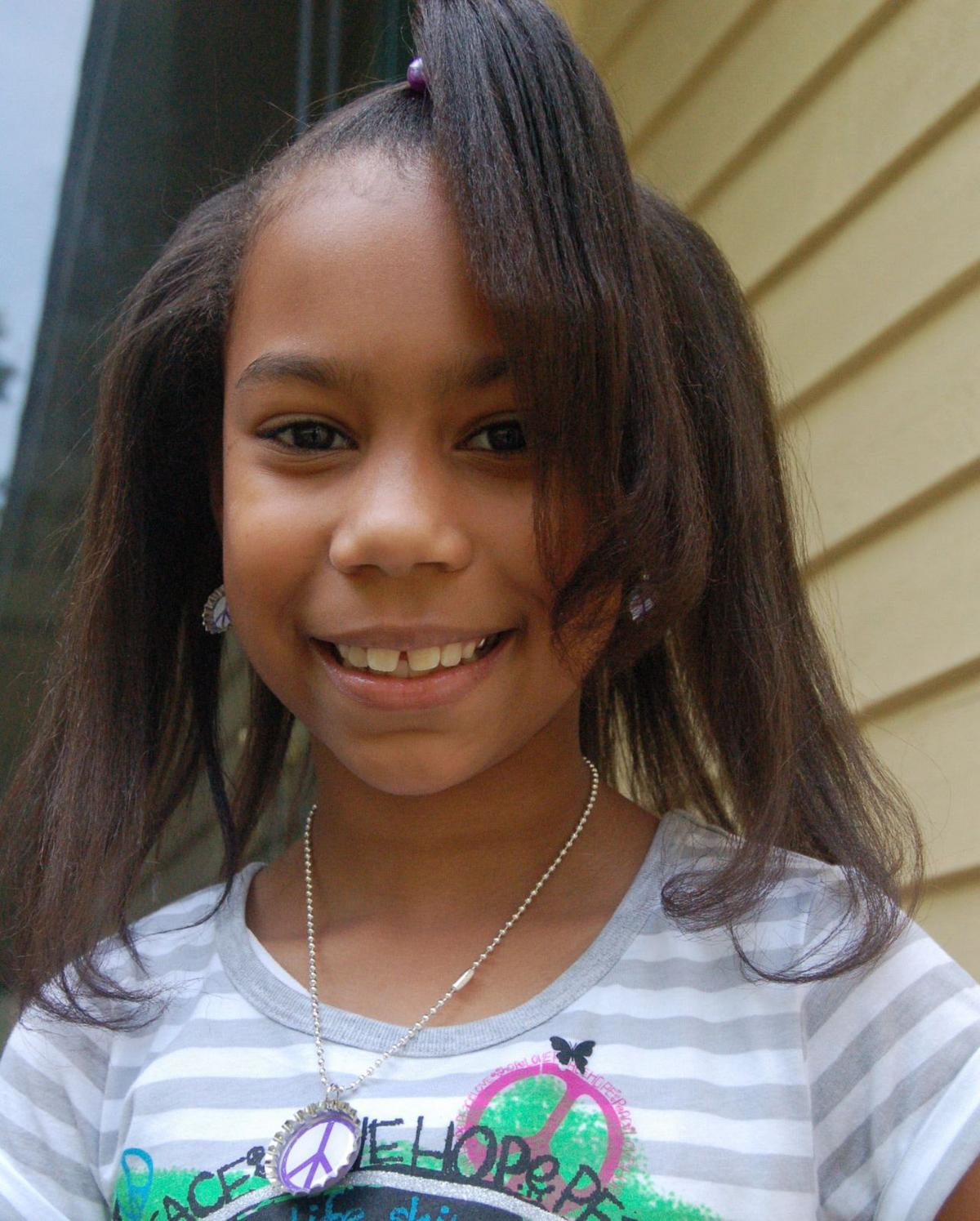 9-year-old girl sells jewelry with a cause
