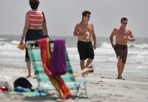 Folly wants to keep welcome mat without being tourists' doormat