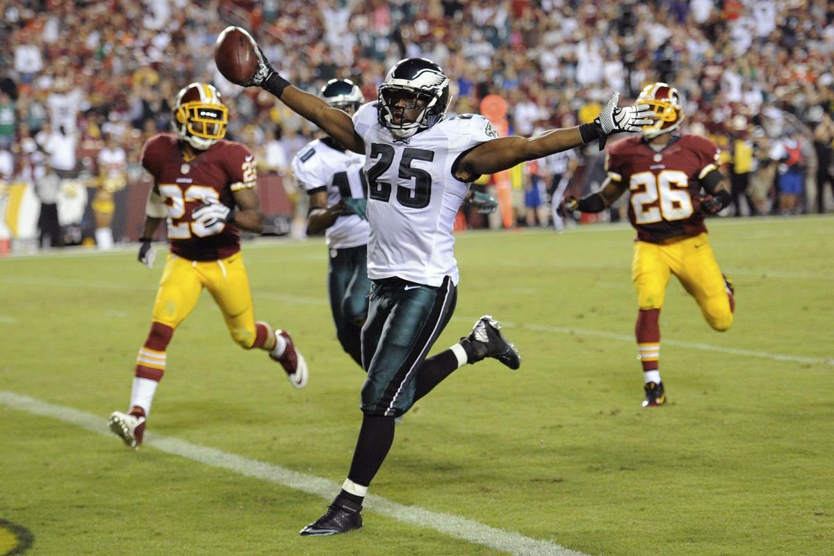 Frenetic Eagles beat RG3, Redskins 33-27