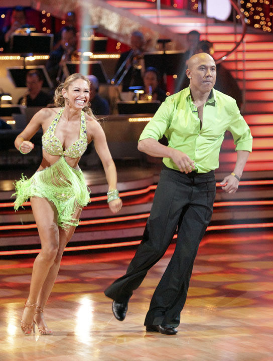 Football star Hines Ward catches 'Dancing With the Stars' prize
