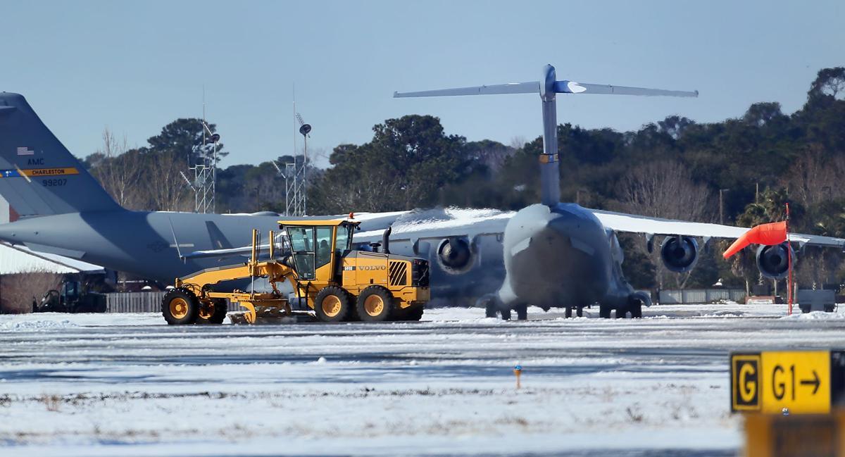 plow planes airport saturday (copy)