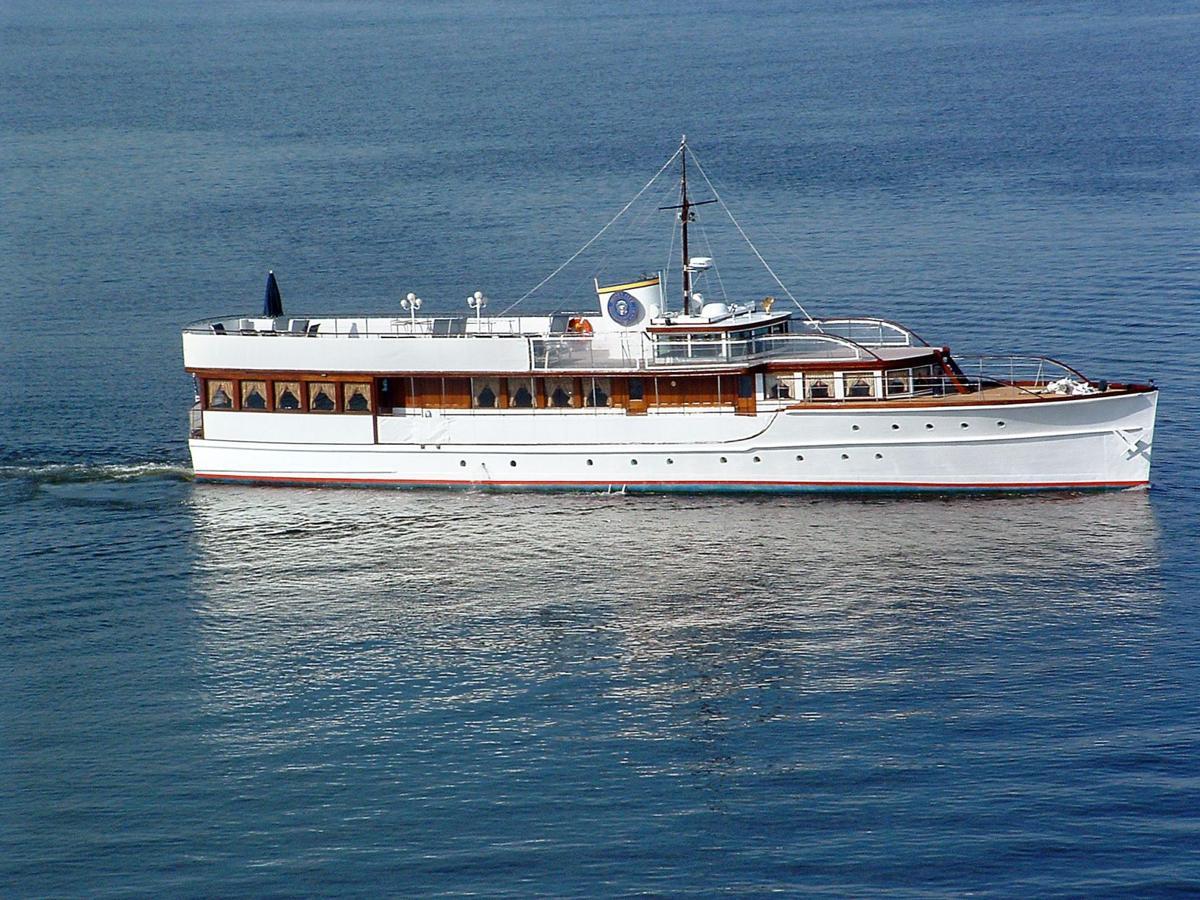 JFK yacht cruising in to help veterans