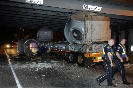 18-wheeler strikes Cosgrove Avenue overpass, snarls traffic