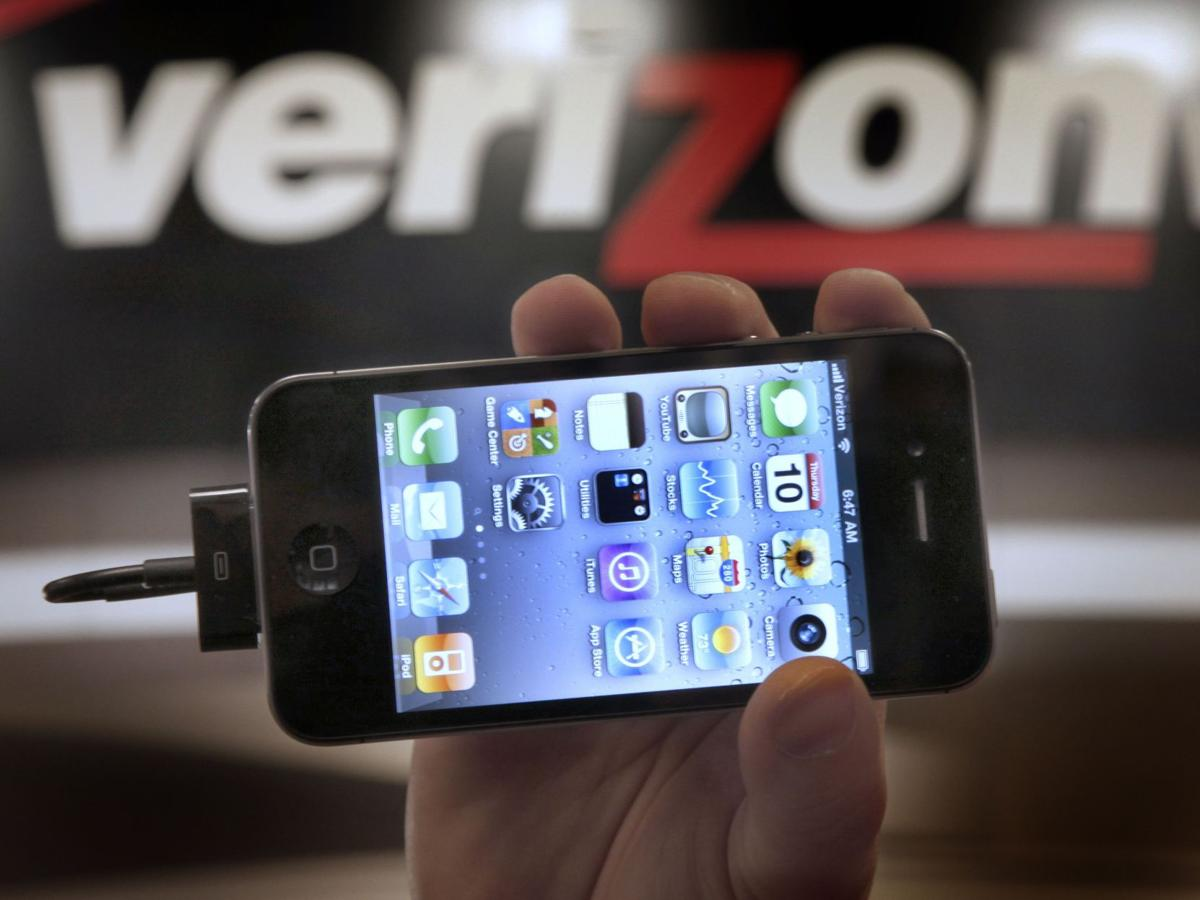 Report: U.S. government scooping up Verizon phone records