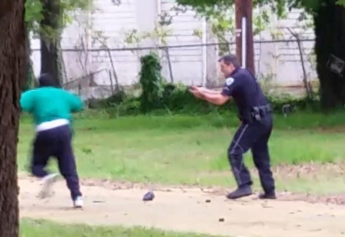 Police use of stun guns eyed in officer-involved killings Deputy reported that North Charleston officers did CPR on Walter Scott (copy) (copy)