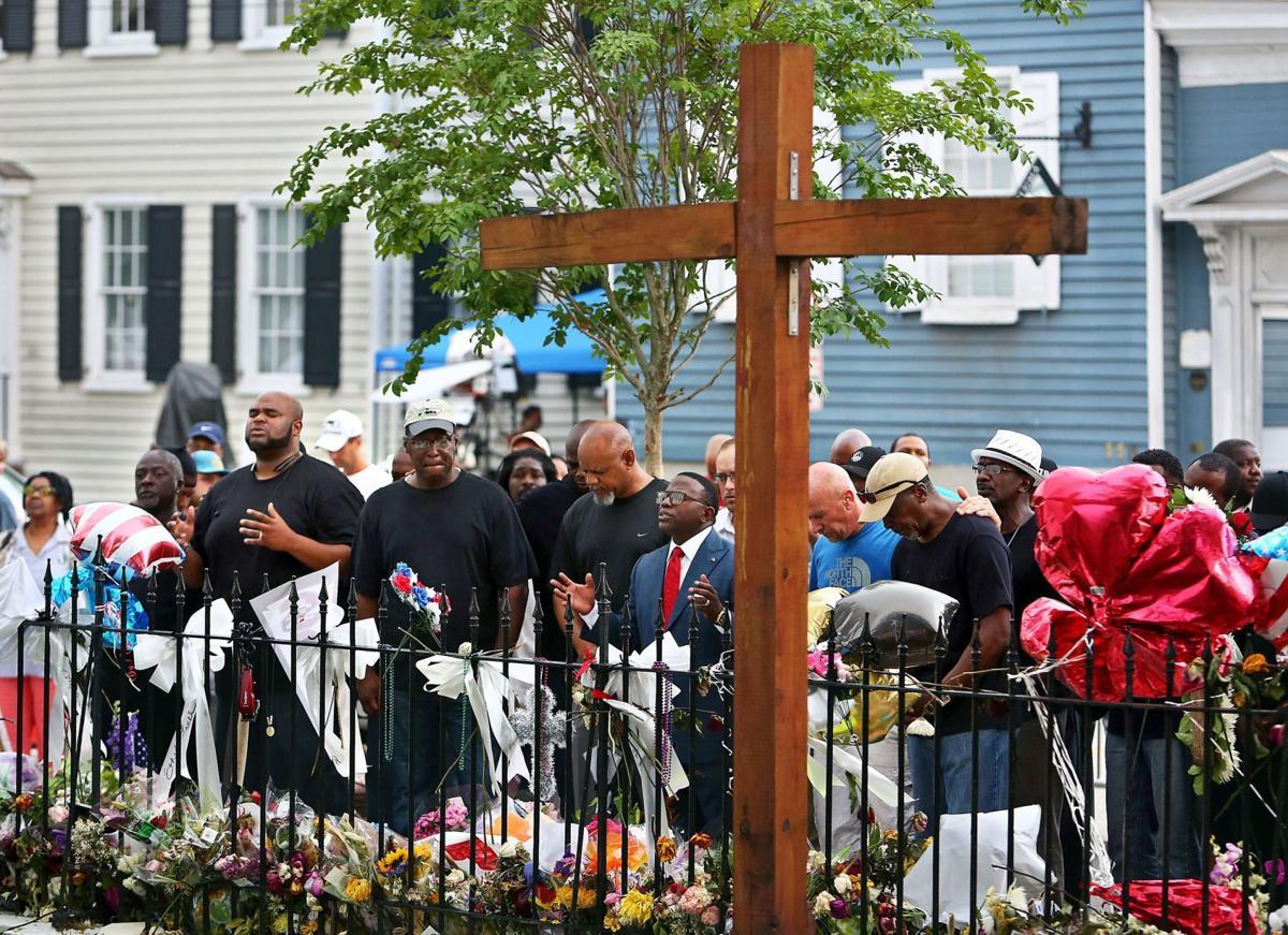 Goose Creek church leads song, prayer vigil