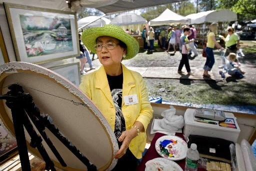 Despite some mud, crowd turns out for art, crafts, goodies