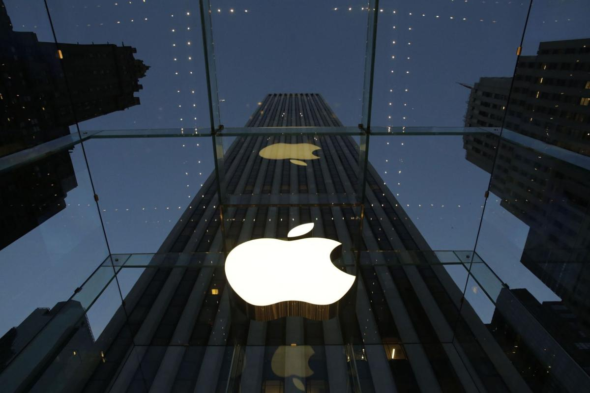 8Apple's 1Q disappoints Wall Street, stock falls