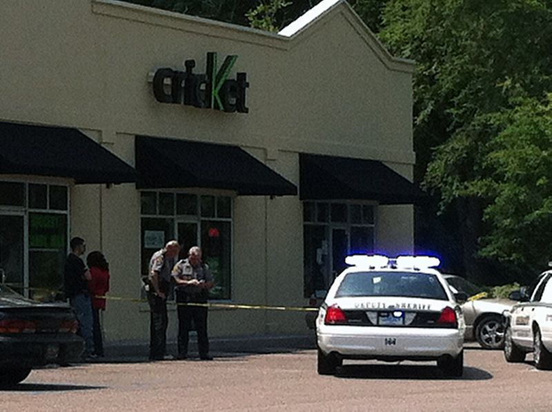 Summerville store robbed by knife-wielding man
