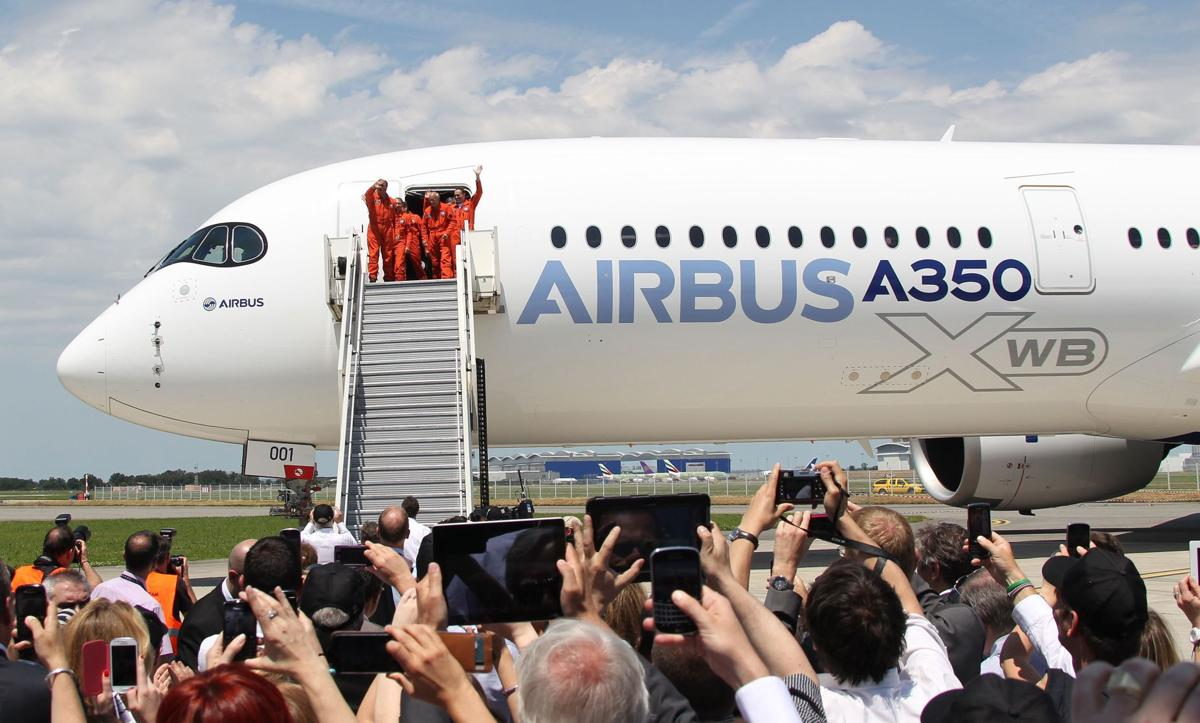 Airbus vs. Boeing Airbus flight reopens wide-body jetliner race with Boeing 787