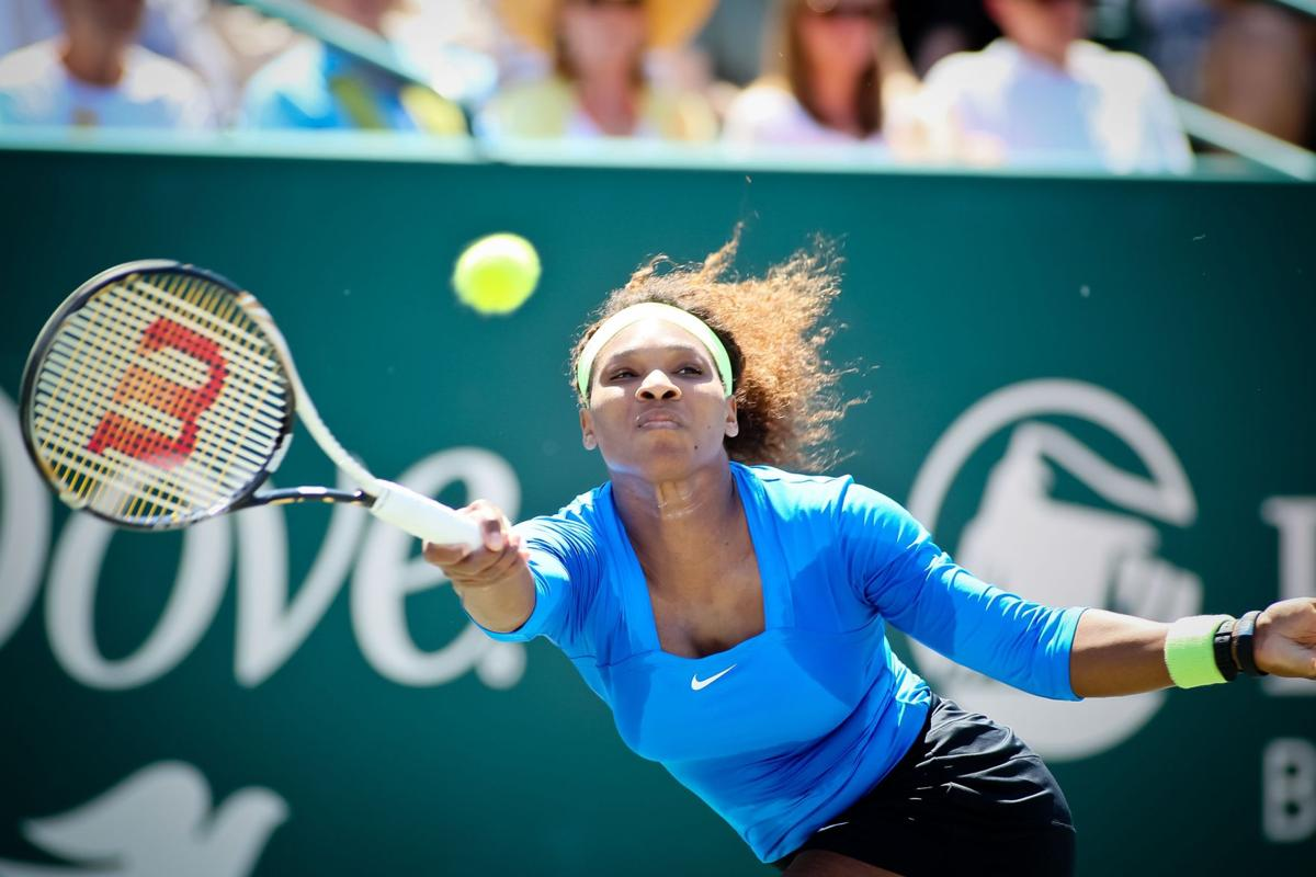 Serena cruises to Family Circle Cup title