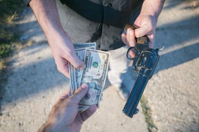 daylight robbery on street by criminal