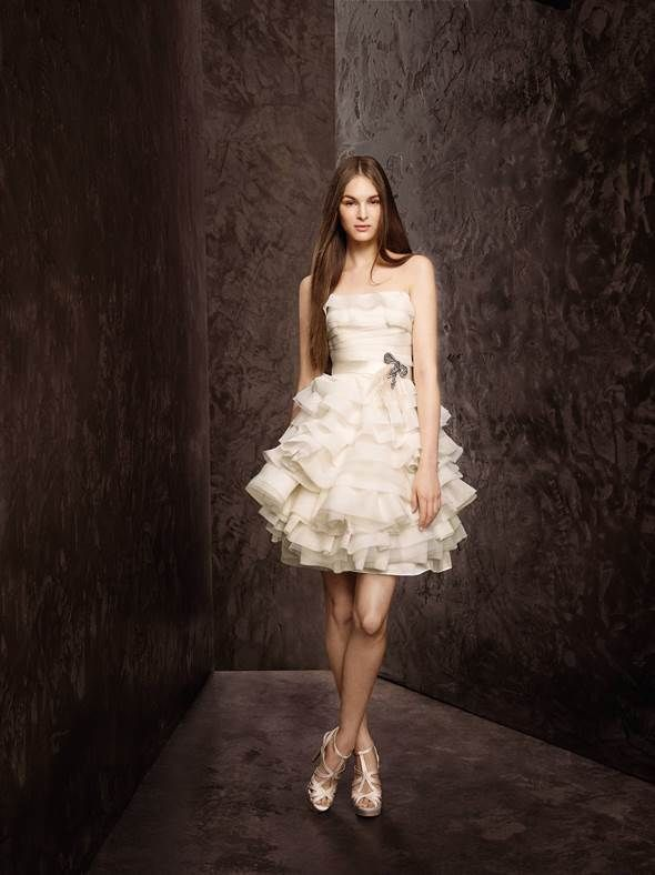 Brides show short wedding gowns more of the love