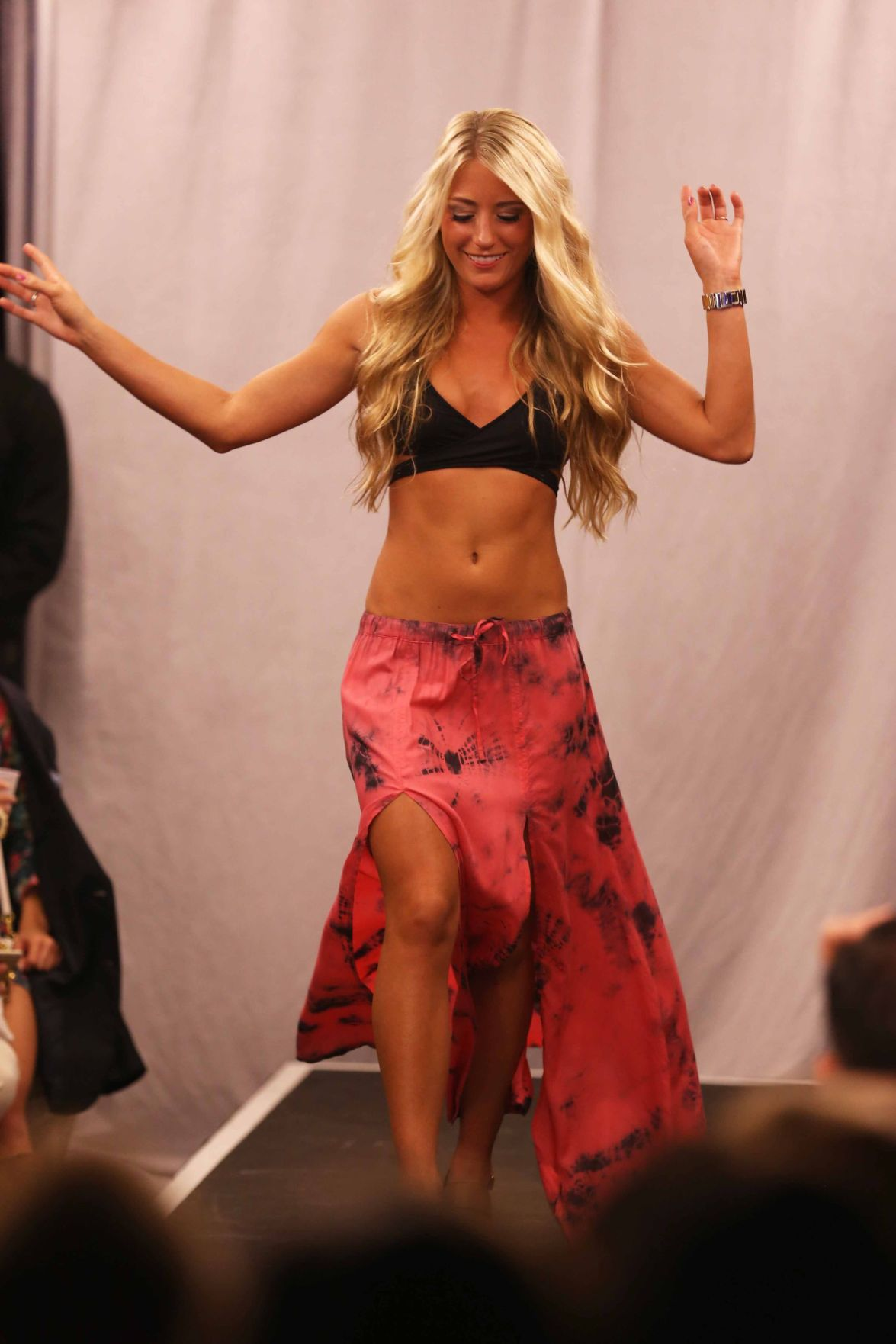Las Olas debuts new looks with annual fashion show ahead of beach season