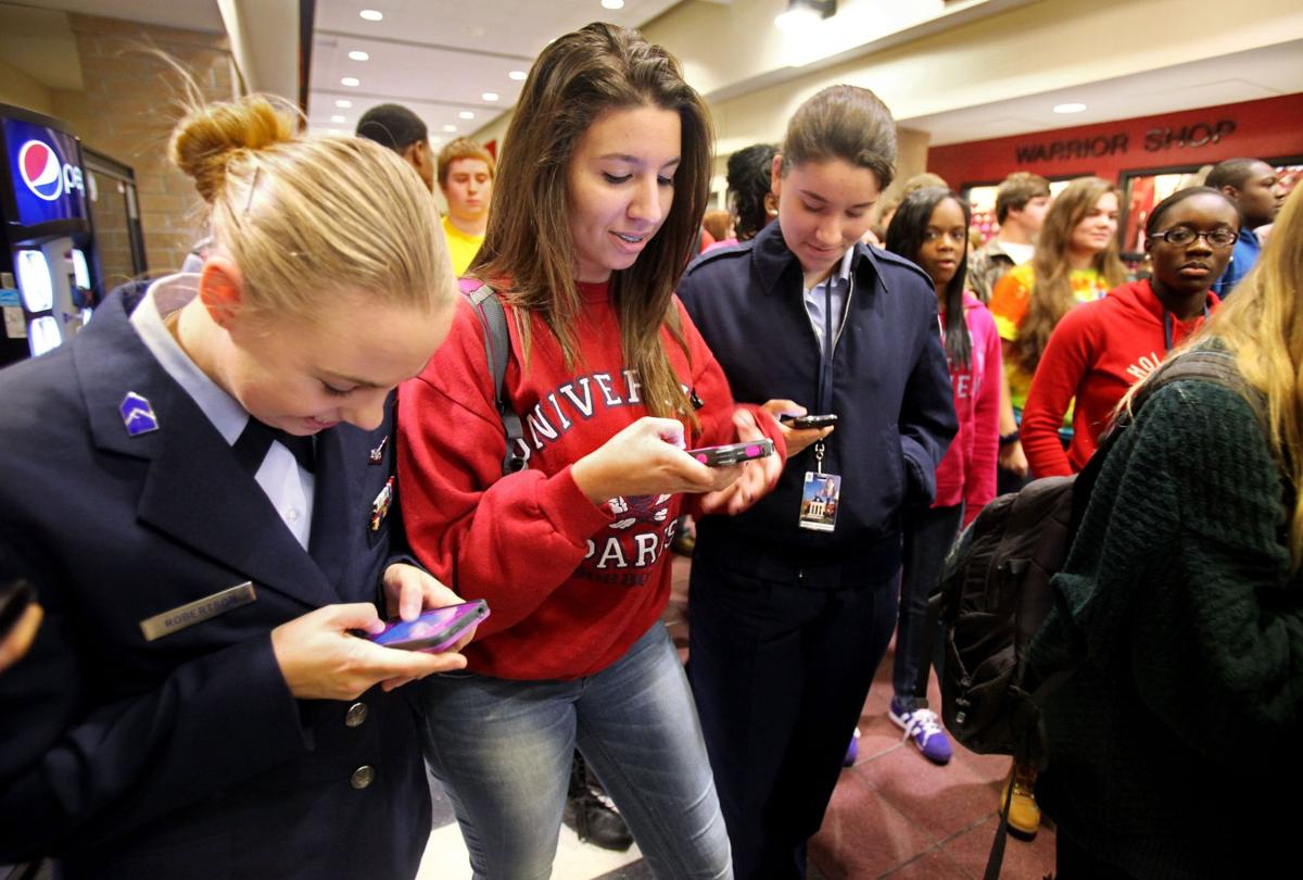 Dorchester 2 considers allowing cellphone use at high schools (copy)