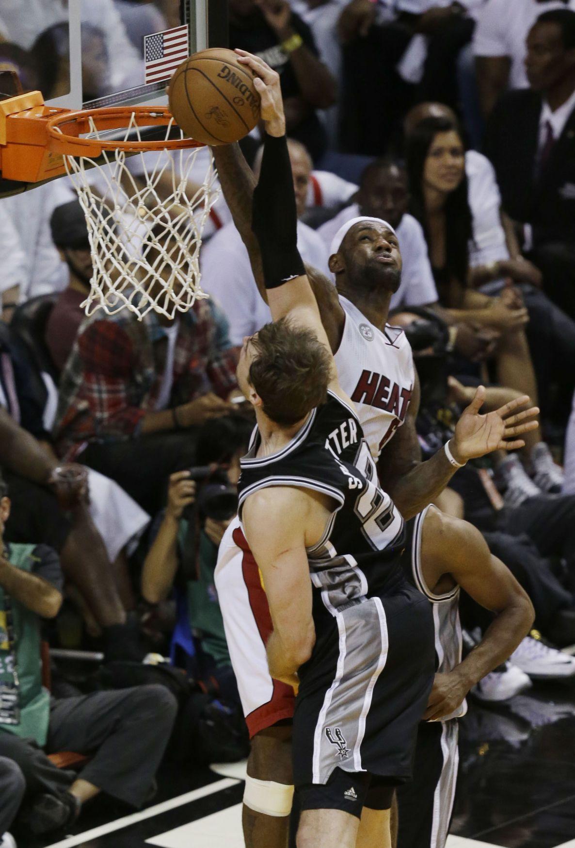 Heat rip Spurs to tie series