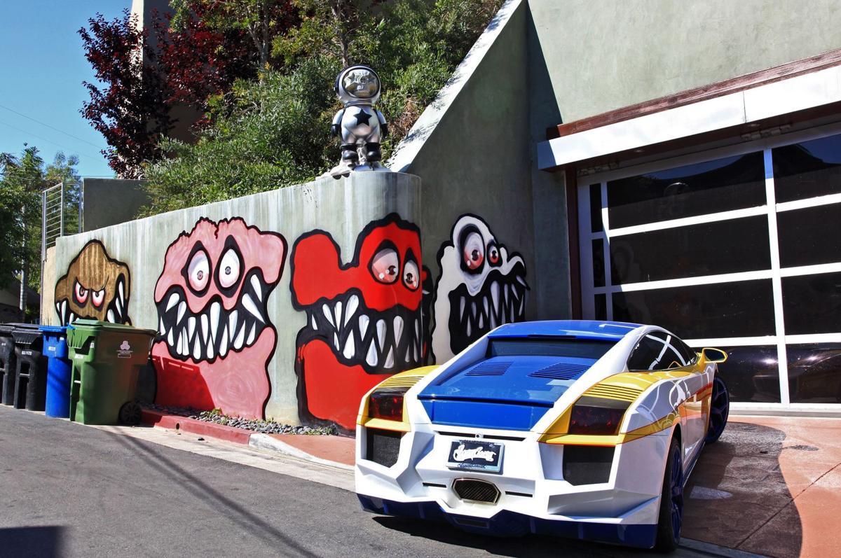 Singer's neighbors make curbside appeal
