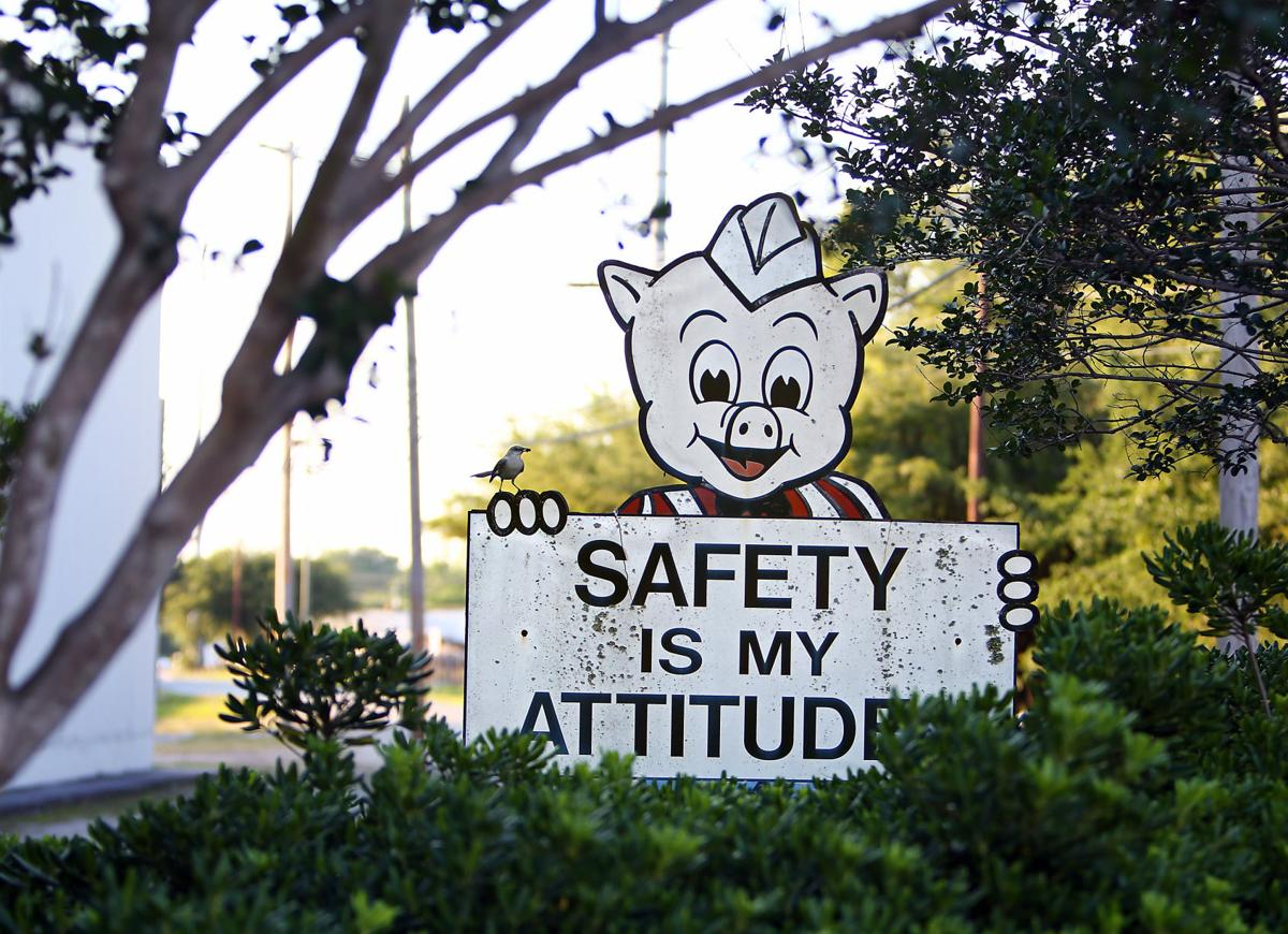 safety sign Piggly Wiggly