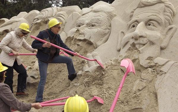 SC Democrats demolish sand sculpture of GOP candidates
