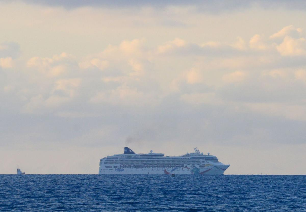 Cruise ship that unexpectedly visited S.C. freed from Bermuda reef