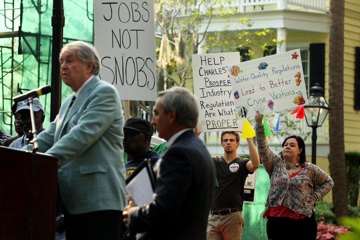 Port supporters rally ahead of forum