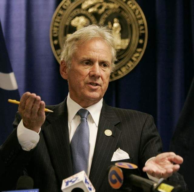 Lieutenant governor candidate Henry McMaster woos seniors at Sun City