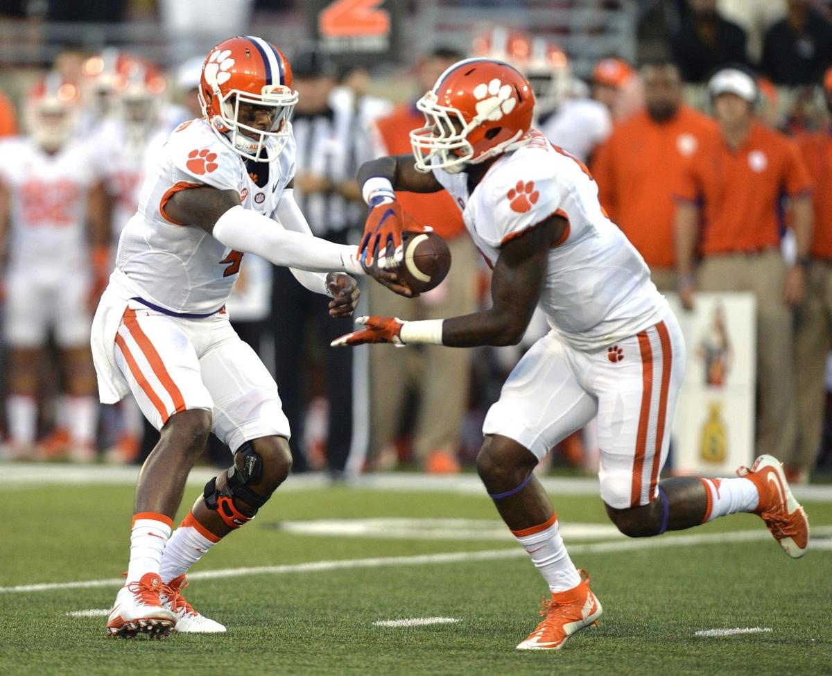 """7 at 11: Clemson """"dominates"""" line of scrimmage, switches it up at nickel"""