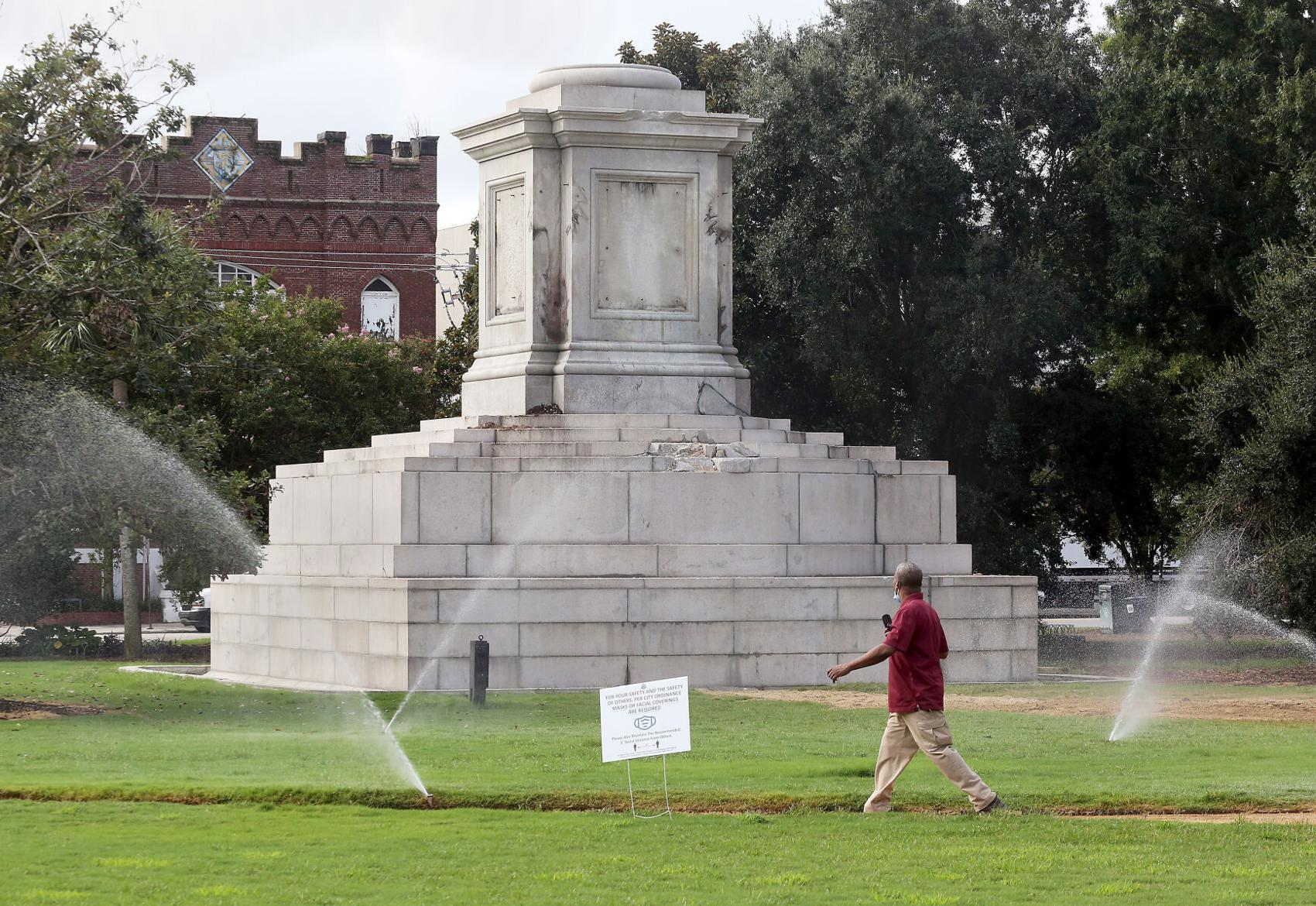 POST AND COURIER – Charleston hires firm to remove base of former John C. Calhoun monument for $131,000