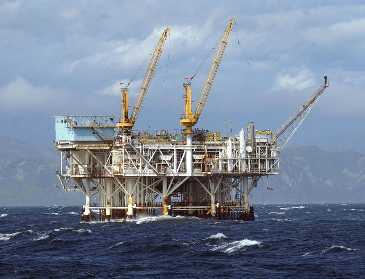 Obama floats offering first-ever drilling lease in Atlantic