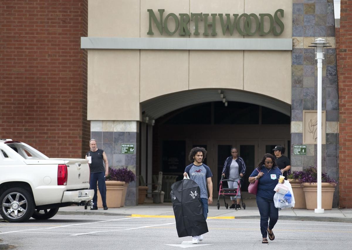 Nortwoods mall shoppers.jpg