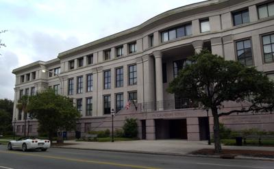 Charleston school board meets with attorneys