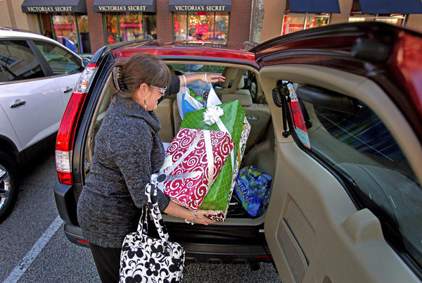 Shoppers line up in pursuit of fleeting deals