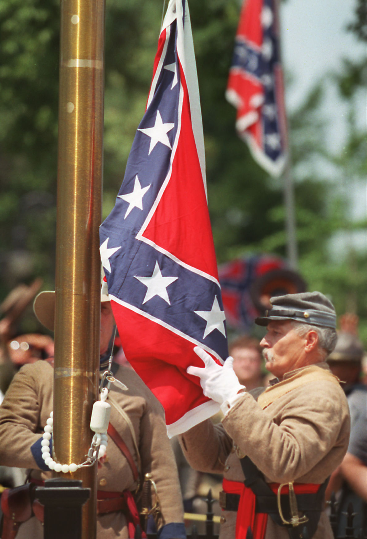 Confederate re-enactors acknowledge flag is likely to come down
