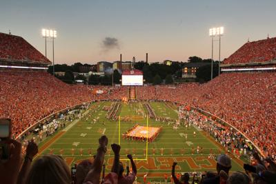 2019.08.29.clemson.fans.death.valley.stadium.team.entrance.1.jpg