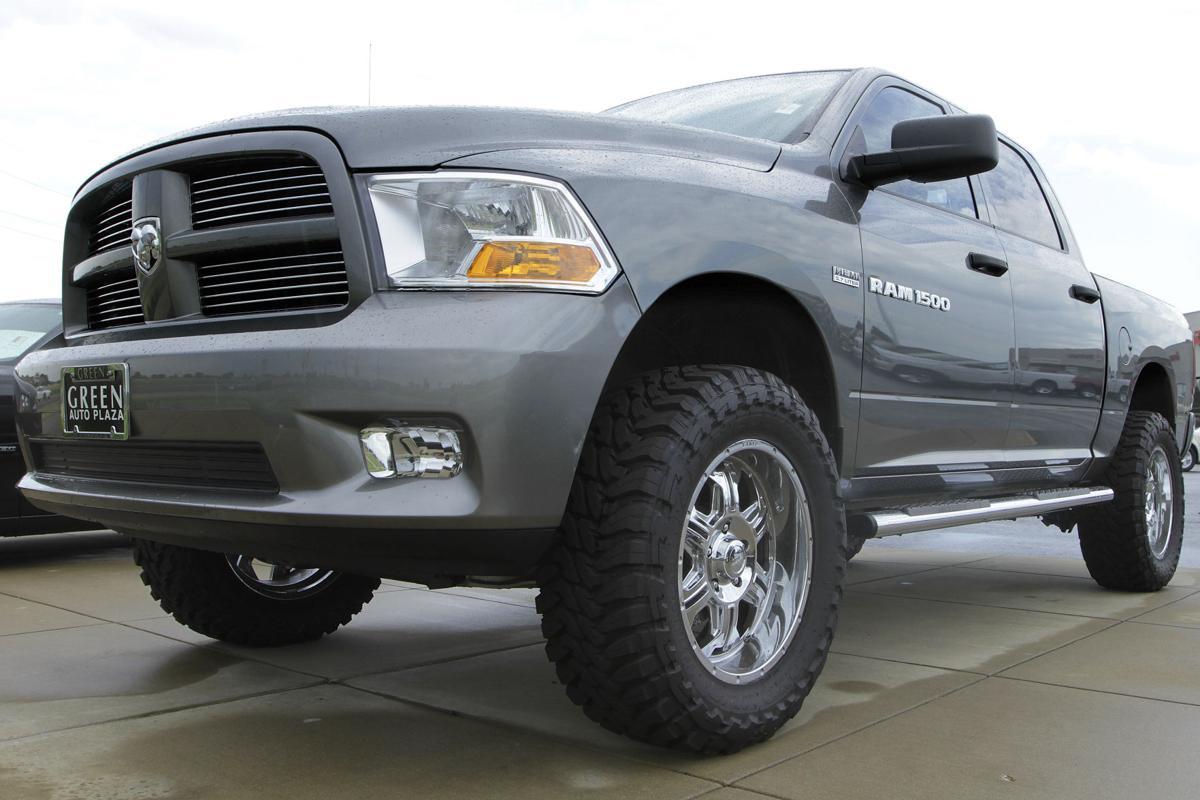 Pickup trucks drive U.S. auto sales to 3-year high