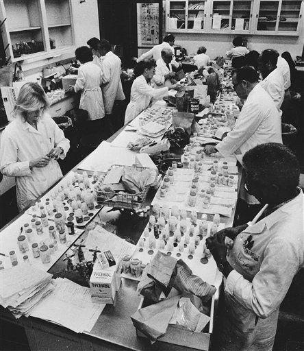 FBI investigates Unabomber in '82 Tylenol deaths