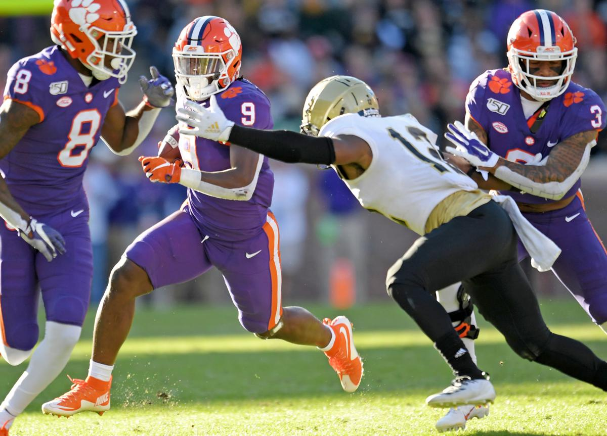 Clemson S Travis Etienne Sets Two Program Records In Tigers